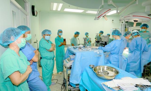 Trái tim từ Vũng Tàu mang lại sự sống cho nam bệnh nhân ở Huế - Ảnh 1.