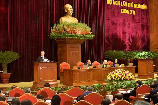 Bỏ phiếu giới thiệu các đồng chí Bộ Chính trị, Ban Bí thư khóa XIII  - Ảnh 1.