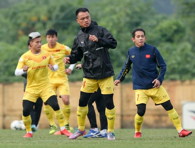 """HLV Park Hang-seo """"tái hiện"""" sức ép từ CĐV Malaysia trong buổi tập của đội tuyển Việt Nam - Ảnh 1."""