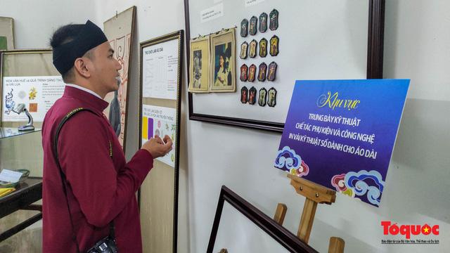 Không gian trưng bày và thao diễn nghề may áo dài Huế thu hút người xem trong ngày đầu mở cửa - Ảnh 6.