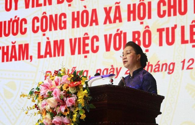 Chủ tịch Quốc hội Nguyễn Thị Kim Ngân thăm và làm việc với Bộ Tư lệnh Quân khu 5 - Ảnh 1.