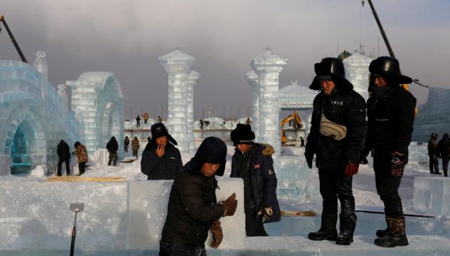 """""""Đảo băng"""" giữa Trung Quốc chuẩn bị cho lễ hội lớn nhất mùa đông - Ảnh 3."""
