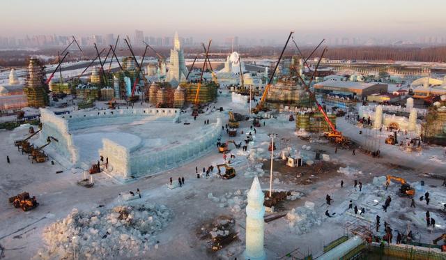 """""""Đảo băng"""" giữa Trung Quốc chuẩn bị cho lễ hội lớn nhất mùa đông - Ảnh 2."""