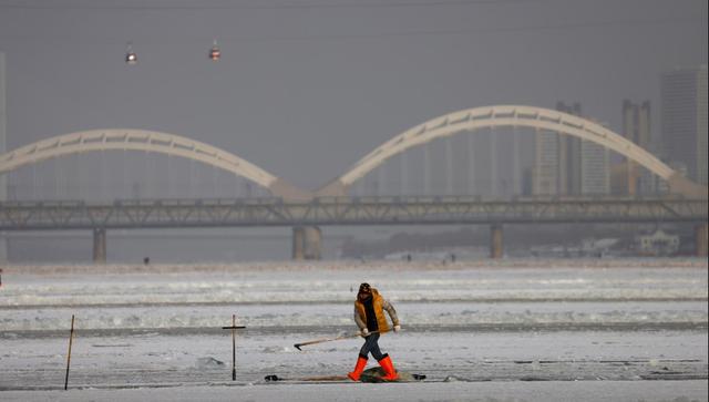 """""""Đảo băng"""" giữa Trung Quốc chuẩn bị cho lễ hội lớn nhất mùa đông - Ảnh 1."""