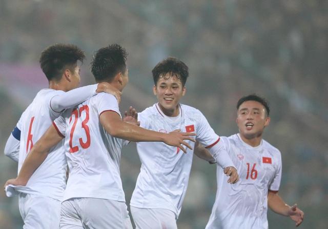 Hơn 1,8 tỷ đồng thu được từ 2 trận giao hữu của tuyển Việt Nam - U22 Việt Nam sẽ gửi tới đồng bào miền Trung và Tây Nguyên - Ảnh 1.