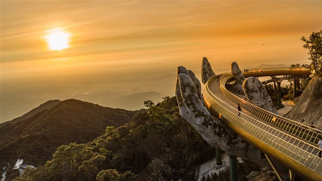 Cây cầu bắc ước mơ du lịch Việt vươn tầm thế giới - Ảnh 1.