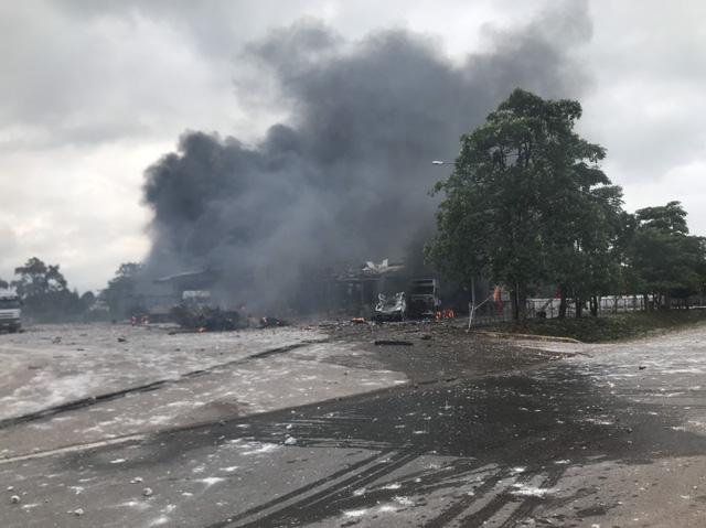 Pháo nổ liên hồi tại thời điểm xảy ra vụ cháy ở khu vực biên giới Việt Nam - Lào - Ảnh 1.