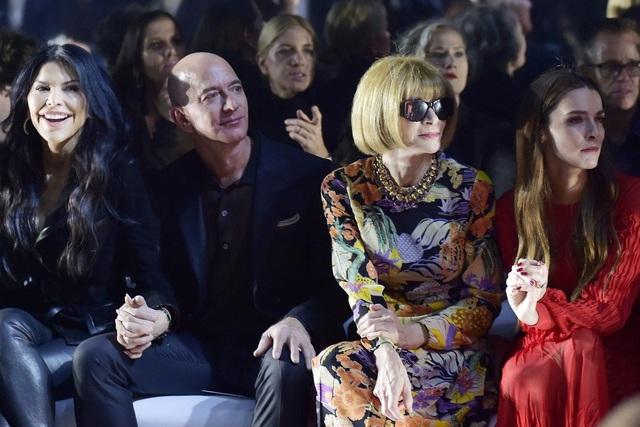 """Tại sao Alibaba """"vượt mặt"""" Amazon, dẫn đầu trong lĩnh vực thời trang xa xỉ trực tuyến? - Ảnh 1."""