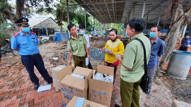 Tạm giữ 7.500 chiếc khẩu trang và nhiều mỹ phẩm xuất xứ Thái Lan - Ảnh 1.