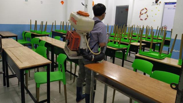 Phòng, chống dịch Covid-19 hiệu quả: Đã đến lúc nhiều tỉnh, thành cho học sinh đi học? - Ảnh 1.