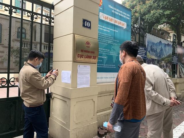 Từ ngày 16/03, việc nộp hồ sơ và trả kết quả giải quyết thủ tục hành chính trong lĩnh vực Cục Lãnh sự quản lý thực hiện qua Bưu điện  - Ảnh 1.