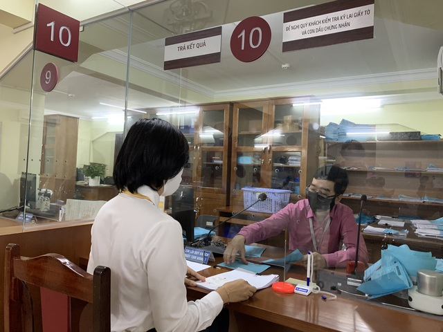 Từ ngày 16/03, việc nộp hồ sơ và trả kết quả giải quyết thủ tục hành chính trong lĩnh vực Cục Lãnh sự quản lý thực hiện qua Bưu điện  - Ảnh 3.
