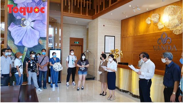 Du khách quốc tế cảm ơn các nhân viên khách sạn Vanda chăm sóc chu đáo, tuyệt vời trong những ngày cách ly - Ảnh 1.