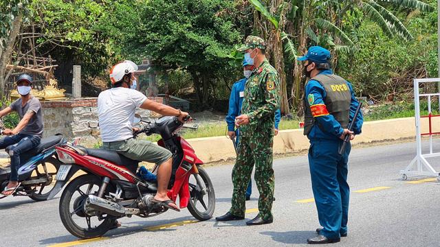 Đà Nẵng lập chốt chặn không cho người dân và du khách lên bán đảo Sơn Trà để phòng chống dịch Covid-19 - Ảnh 16.