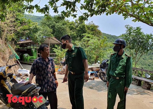 Đà Nẵng lập chốt chặn không cho người dân và du khách lên bán đảo Sơn Trà để phòng chống dịch Covid-19 - Ảnh 11.