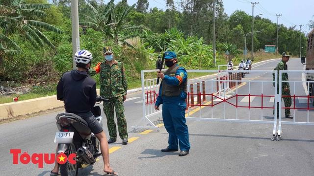 Đà Nẵng lập chốt chặn không cho người dân và du khách lên bán đảo Sơn Trà để phòng chống dịch Covid-19 - Ảnh 15.