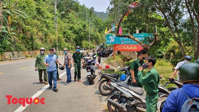 Đà Nẵng lập chốt chặn không cho người dân và du khách lên bán đảo Sơn Trà để phòng chống dịch Covid-19 - Ảnh 5.