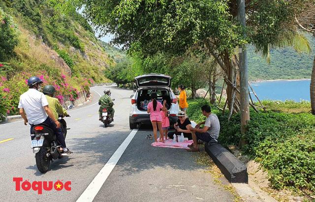 Đà Nẵng lập chốt chặn không cho người dân và du khách lên bán đảo Sơn Trà để phòng chống dịch Covid-19 - Ảnh 8.