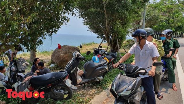 Đà Nẵng lập chốt chặn không cho người dân và du khách lên bán đảo Sơn Trà để phòng chống dịch Covid-19 - Ảnh 9.