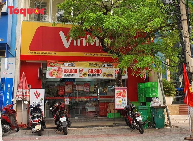 Nhiều tuyến phố ở Đà Nẵng vắng vẻ trong sáng ngày đầu tiên thực hiện cách ly toàn xã hội - Ảnh 13.