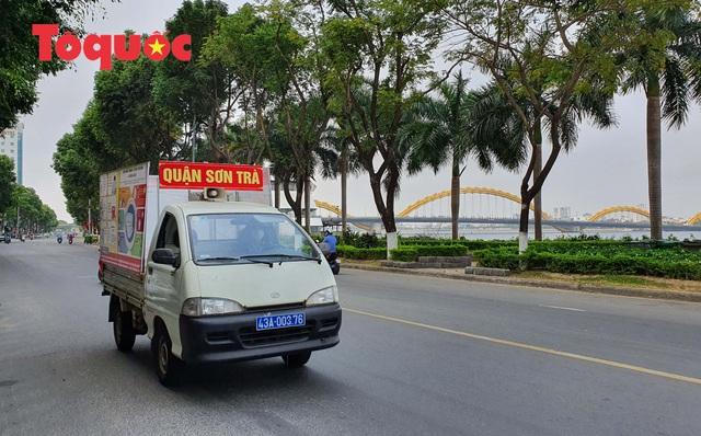 Nhiều tuyến phố ở Đà Nẵng vắng vẻ trong sáng ngày đầu tiên thực hiện cách ly toàn xã hội - Ảnh 4.