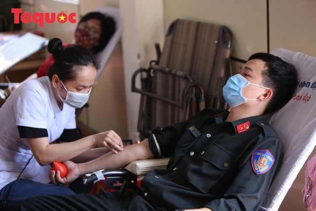 Hàng trăm Cảnh sát đặc nhiệm hiến máu cứu người  - Ảnh 7.