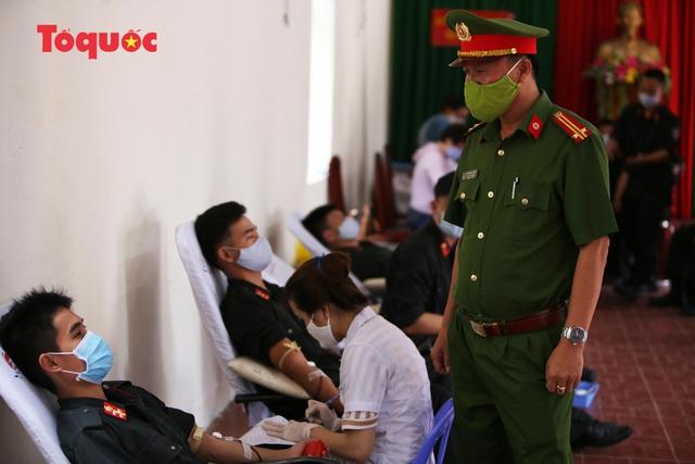 Hàng trăm Cảnh sát đặc nhiệm hiến máu cứu người  - Ảnh 8.