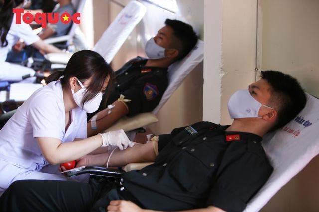 Hàng trăm Cảnh sát đặc nhiệm hiến máu cứu người  - Ảnh 9.