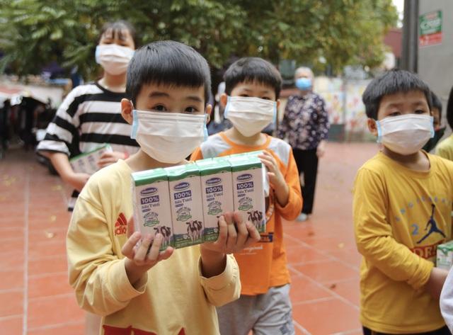 Vinamilk và Quỹ sữa vươn cao Việt Nam dành 12,5 tỷ đồng tặng 1,7 triệu ly sữa cho trẻ em khó khăn trên cả nước trong đại dịch Covid-19 - Ảnh 4.