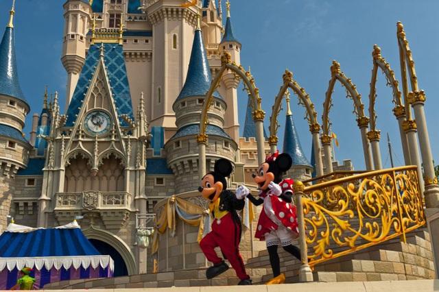 Disney ngừng trả lương hơn 100.000 nhân viên: Phép màu tạm dừng trong khác biệt giữa Mỹ và Pháp - Ảnh 1.