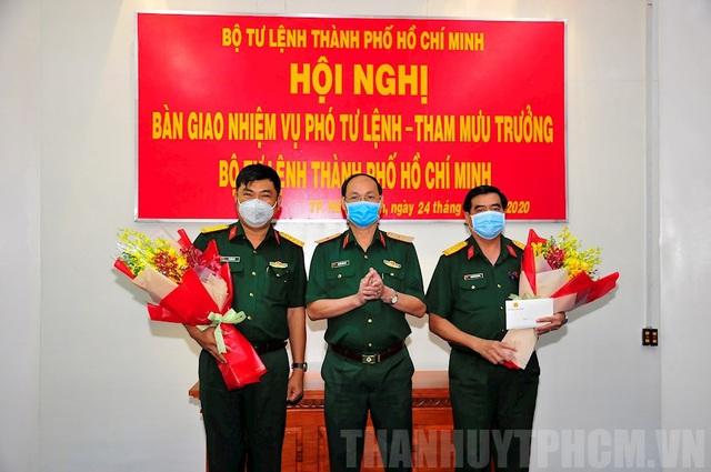 Bàn giao nhiệm vụ Phó Tư lệnh – Tham mưu trưởng Bộ Tư lệnh TP.HCM - Ảnh 1.
