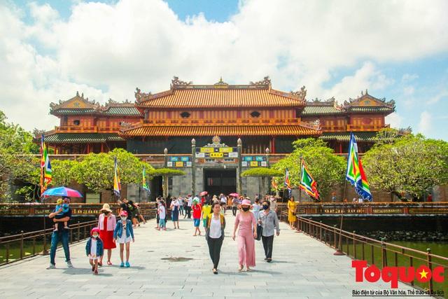 Giảm 50% phí tham quan các điểm di tích lịch sử văn hóa Huế đối với khách theo tour - Ảnh 1.