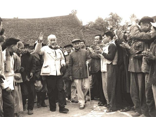 Nâng cao ý thức trách nhiệm, hết lòng, hết sức phụng sự Tổ quốc, phục vụ nhân dân theo tư tưởng Hồ Chí Minh - Ảnh 1.