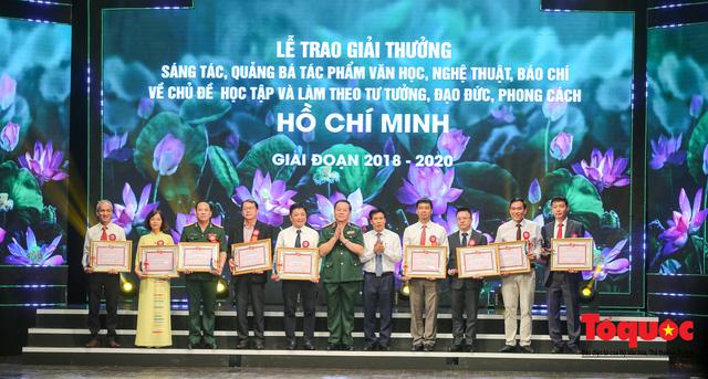 """Lễ trao giải sáng tác chủ đề """"Học tập và làm theo tư tưởng, đạo đức, phong cách Hồ Chí Minh"""" - Ảnh 11."""