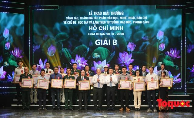"""Lễ trao giải sáng tác chủ đề """"Học tập và làm theo tư tưởng, đạo đức, phong cách Hồ Chí Minh"""" - Ảnh 9."""