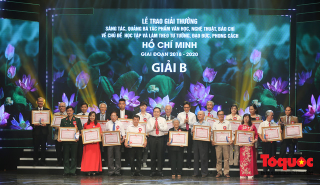 """Lễ trao giải sáng tác chủ đề """"Học tập và làm theo tư tưởng, đạo đức, phong cách Hồ Chí Minh"""" - Ảnh 8."""
