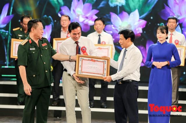 """Lễ trao giải sáng tác chủ đề """"Học tập và làm theo tư tưởng, đạo đức, phong cách Hồ Chí Minh"""" - Ảnh 10."""