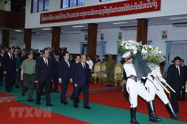 """Thủ tướng Nguyễn Xuân Phúc viếng """"người bạn lớn của Việt Nam"""" - Ảnh 1."""