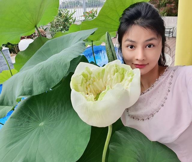 Khu vườn ngập sắc hoa trong biệt thự của Vũ Thu Phương - Ảnh 6.