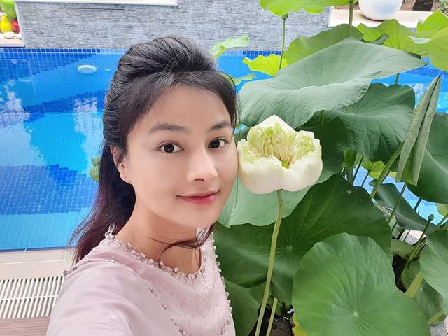 Khu vườn ngập sắc hoa trong biệt thự của Vũ Thu Phương - Ảnh 8.