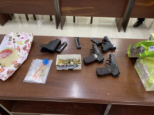 Khống chế đối tượng mang nhiều súng đạn, vận chuyển gần 21kg ma túy qua biên giới - Ảnh 2.