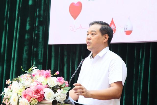 Giáo viên ngành GD&ĐT quận Hoàn Kiếm tham gia phong trào hiến máu tình nguyện - Ảnh 1.