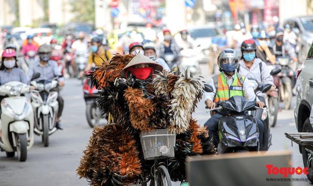 Đường phố Hà Nội ùn tắc hàng giờ sau kì nghỉ lễ 4 ngày - Ảnh 6.