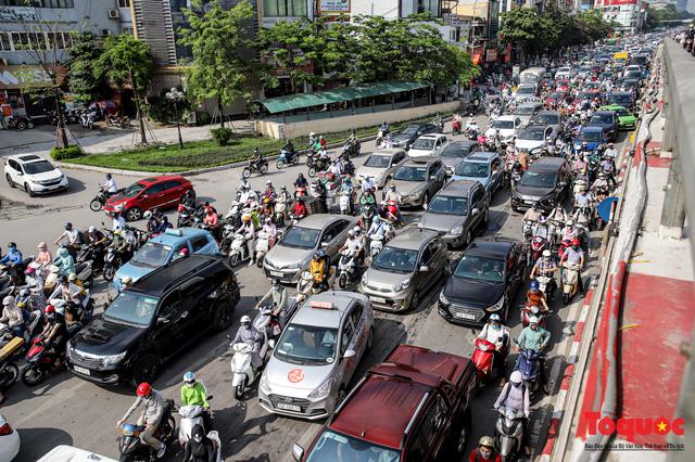 Đường phố Hà Nội ùn tắc hàng giờ sau kì nghỉ lễ 4 ngày - Ảnh 11.
