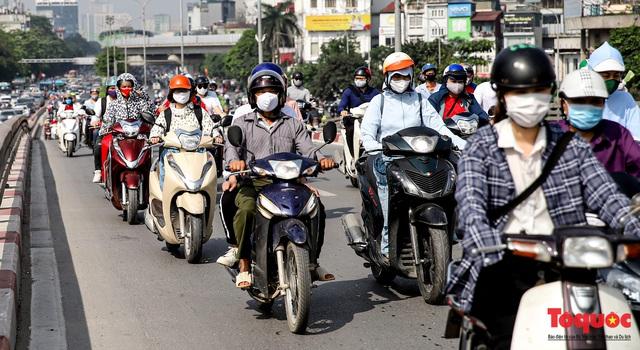 Đường phố Hà Nội ùn tắc hàng giờ sau kì nghỉ lễ 4 ngày - Ảnh 5.