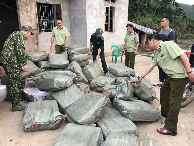 Chặn đứng 1000kg nầm lợn nhập lậu từ Trung Quốc đã bốc mùi hôi thối - Ảnh 2.