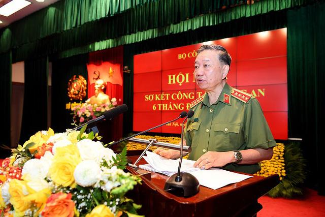 Thành tích và hy sinh của lực lượng CAND đã góp phần bảo vệ cuộc sống bình yên của nhân dân - Ảnh 2.