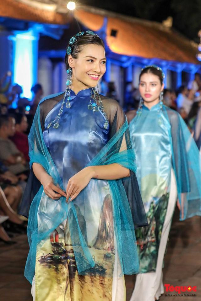 Lộng lẫy 1.000 mẫu áo dài di sản được trình diễn tại Văn Miếu-Quốc Tử Giám - Ảnh 14.