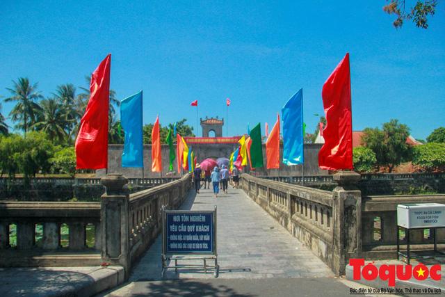Bộ VHTTDL dâng hương tại Nhà lưu niệm cố TBT Lê Duẩn và Thành Cổ Quảng Trị - Ảnh 3.