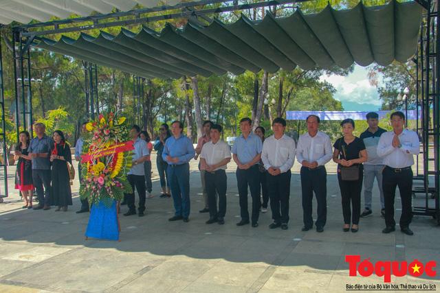 Đoàn công tác Bộ VHTTDL đến viếng nghĩa trang liệt sĩ tại Quảng Trị - Ảnh 2.